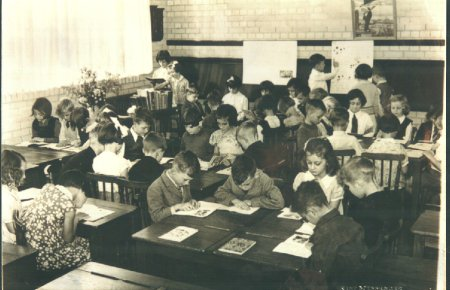 1948: Class 5 - The children are sitting at wooden desks and do not have to wear school uniform.  There were a lot more pupils in a class then.